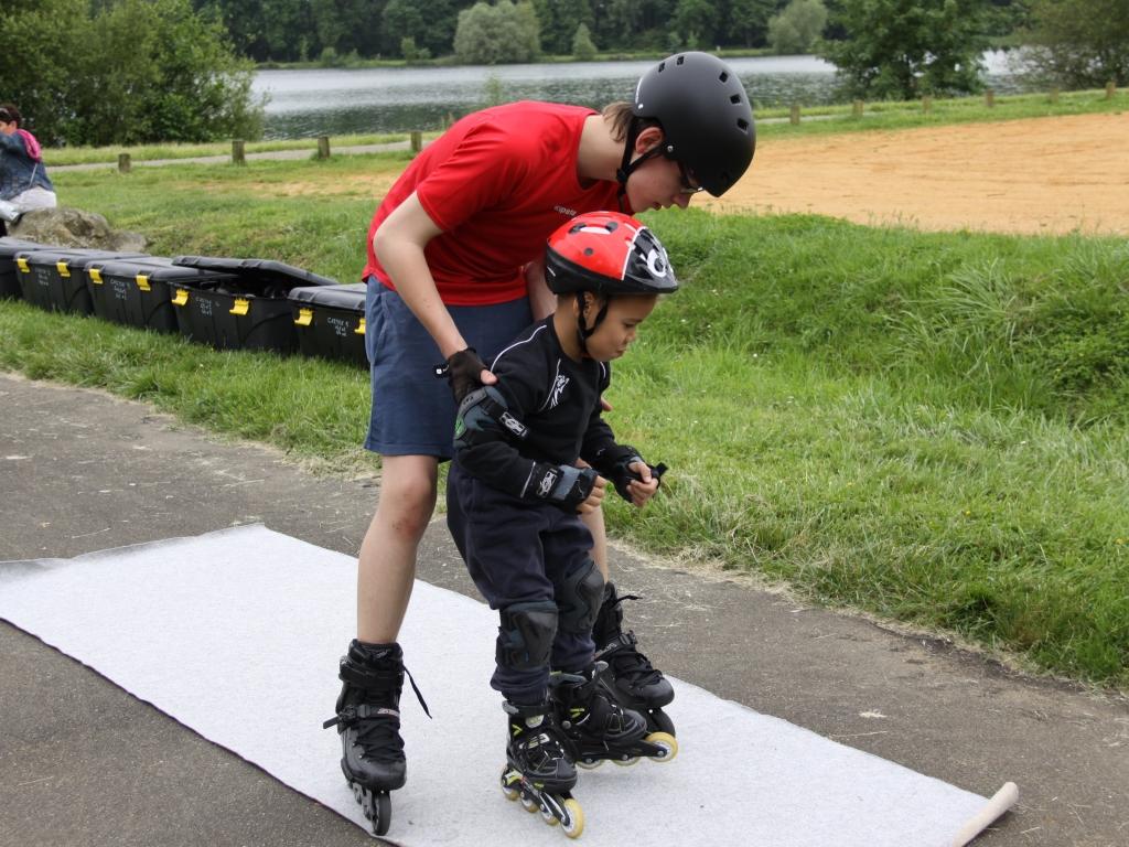 Séances de roller pour enfants en école de patinage